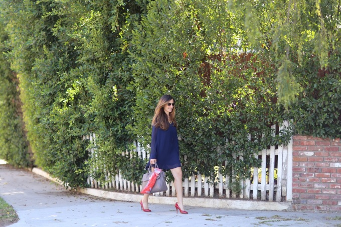 chantal-boyajian-los-angeles-stylist-handbag-tips-tying-scarf-ribbon
