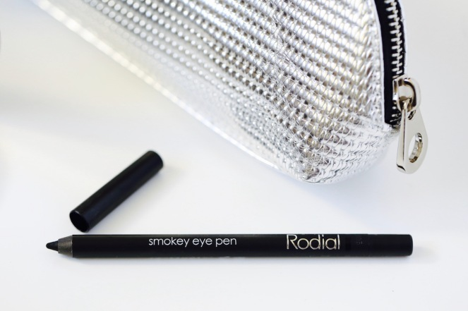 rodial-luxury-skincare-black-eyeliner-pen-live-authenchic-makeup-chantal-boyajian